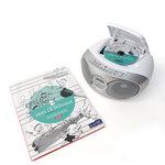 Complément CD Vers la Musique mis en situation à côté d'un lecteur CD contenant un des CD de la ressource.