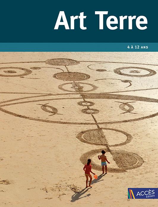 Couverture du livre pédagogique Art Terre illustrée par la photographie d'une œuvre de Land Art sur une plage de sable.