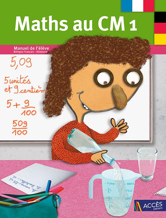 Enfant qui verse de l'eau dans un verre gradué sur la couverture du Cahier de l'Élève Bilingue Maths au CM1 publié par ACCÈS Éditions.